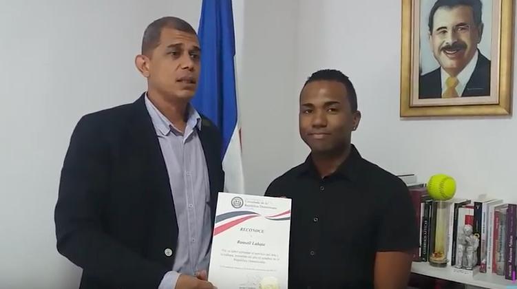 El Consulado Dominicano Reconoce Talento Artístico De Ransell Labata