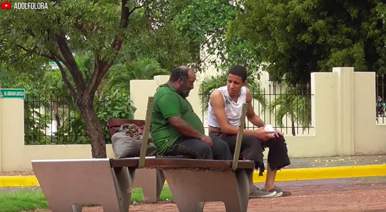 ¡Te Sorprenderás Con Lo Que Hizo Este Mendigo Al Recibir Dinero! (Experimento Social)   Adolfo Lora