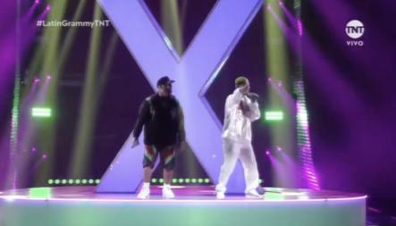 Nicky Jam Junto A J Balvin Y Steve Aoki En Los Latin Grammy 2018