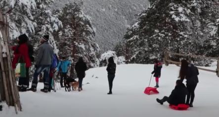 Navacerrada Un Lugar Rodeado De Nieve Por Todas Partes