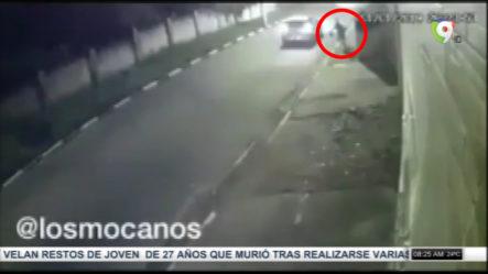 """Flash EXISTE"" Mira Como Este Hombre Burla A Unos Delincuentes Que Lo Intentaron Atracar A Bordo De Un Carro"