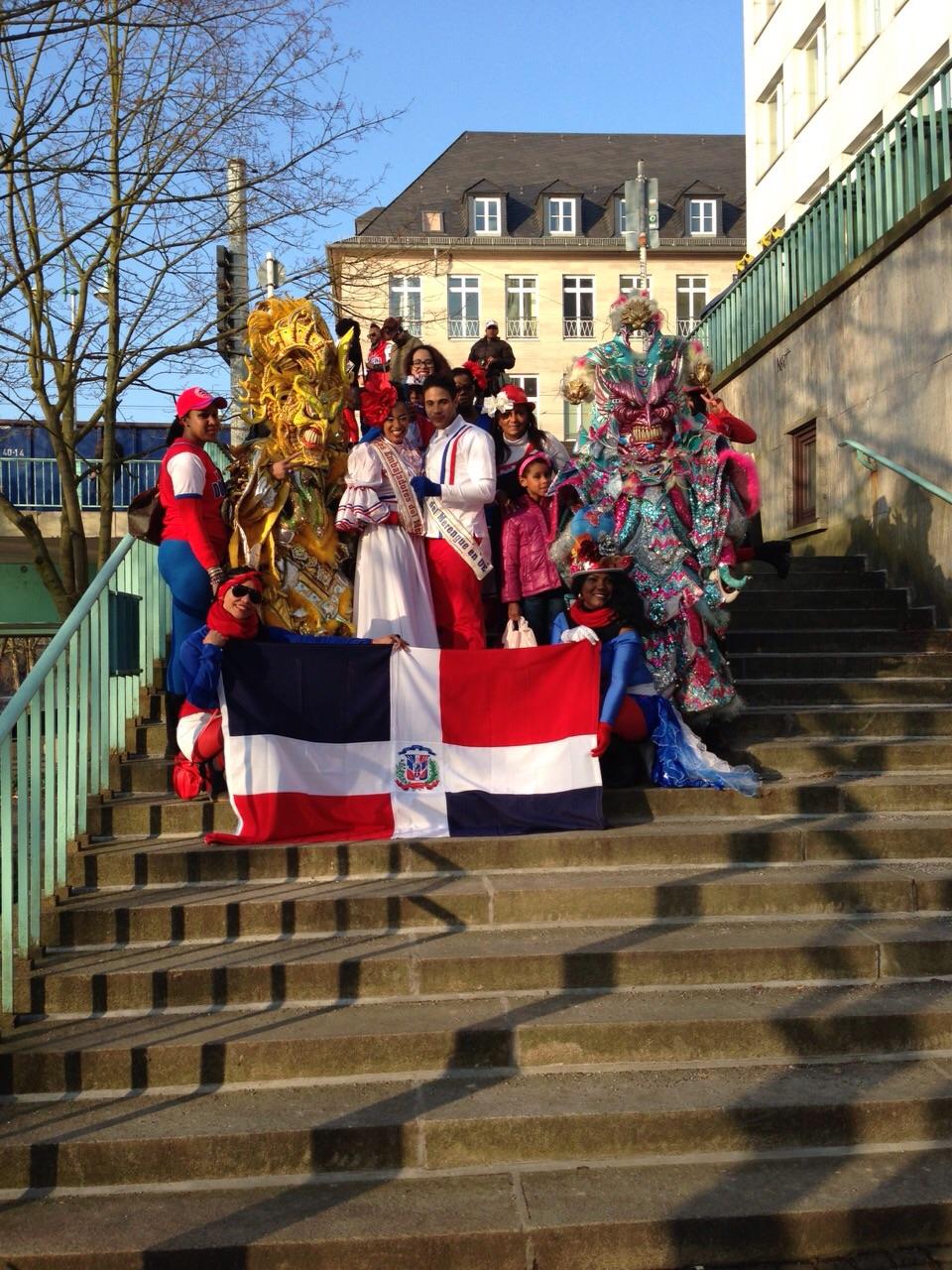 Comunidad Dominicana En Alemania Tambien Celebra El Carnaval