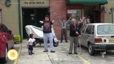 Policias Ponen A Bailar A Todo Un Vecindario