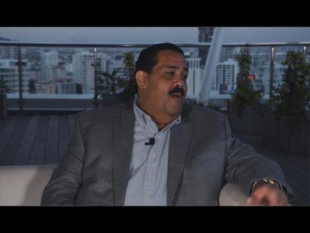 En Confabulaciones El Experto Periodista Alfonso Quiñones Entrevista Al Empresario Nestor Caro