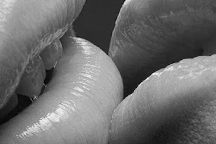 ¿Las Caries Se Pueden Transmitir A Través De Un Beso?