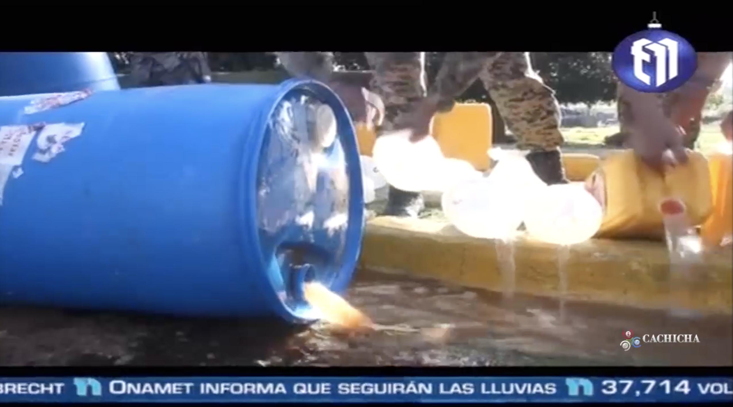 Autoridades Derraman Cientos De Litros De Cleren