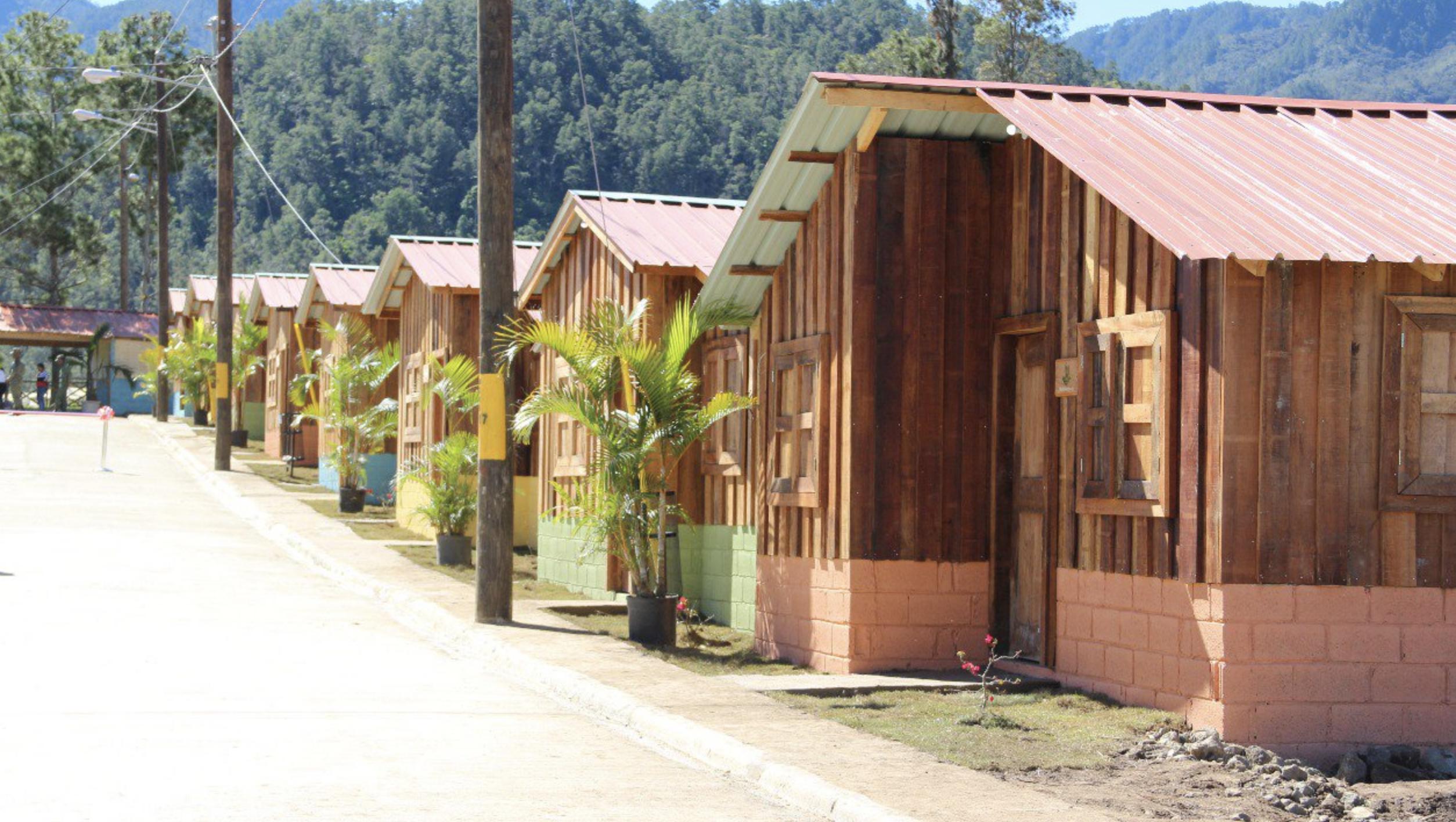 Medio Ambiente Y Empresas Privada Participan En Inauguración Del Proyecto Villa Poppy En Constanza