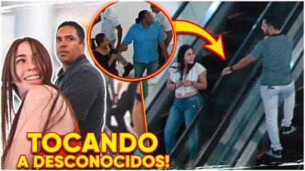 Tocando A Desconocidos En Las Escaleras Mecánicas! #2 (BROMA) | Adolfo Lora