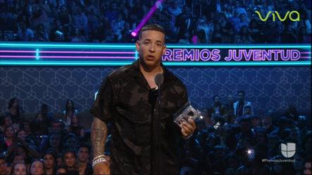 """Daddy Yankee Gana Premio """"Multi Tasker"""" Y Envía Fuerte Mensaje Al Gobernador De PR Desde Premios Juventud"""