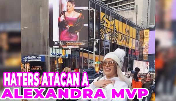Alexandra Hatcu en Times Square