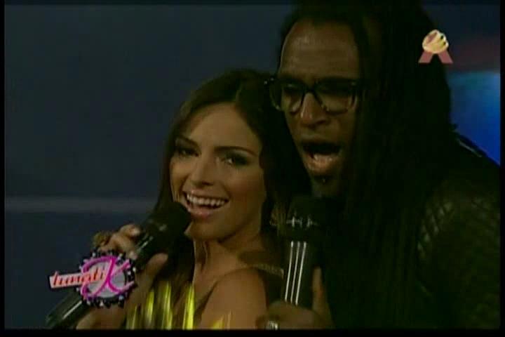 Ana Carmen León Cantando Merengue En Lunatik #Video