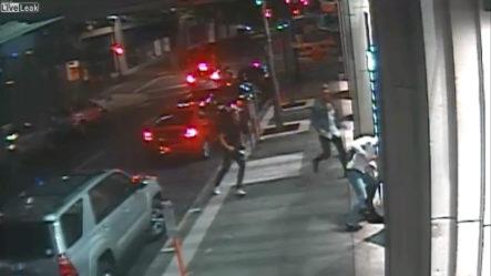 ¡UN ABUSO! Guardia De Seguridad Es Atacado En El Centro De Portland