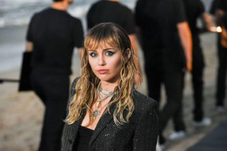 Miley Cyrus Se Queda 'muda' Tras Someterse A Una Cirugía De Cuerdas Vocales