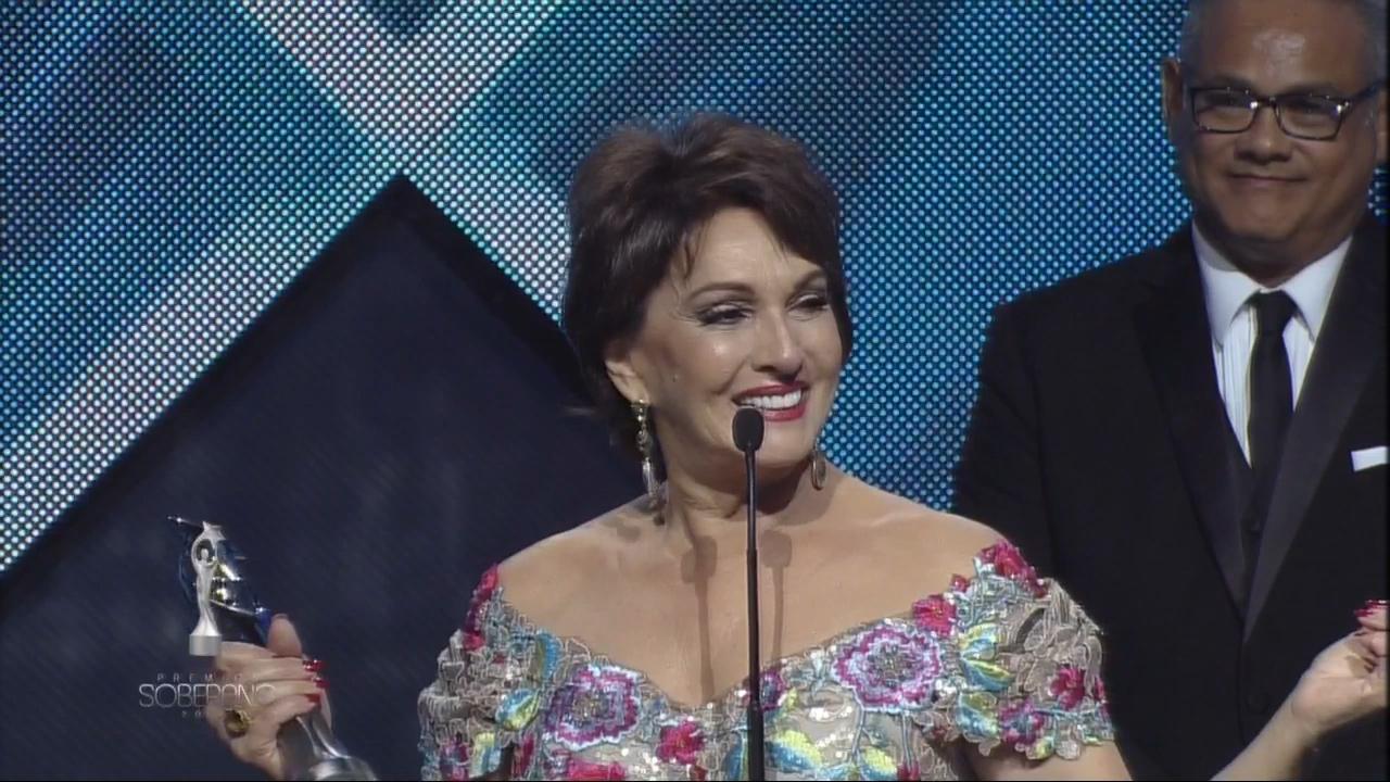 Cecilia García Recibe Soberano Especial