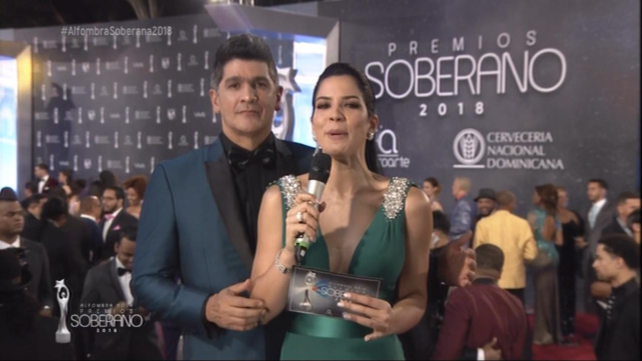 Eddy Herrera Hace Su Entrada A La Alfombra Roja De Los Soberano 2018