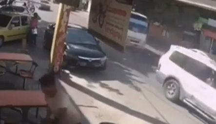 Momento Donde Una Guagua En Vía Contraria Impacta A Varios Motociclistas En San Cristóbal