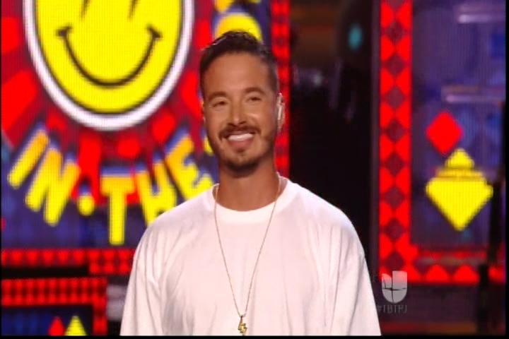 Muy Buena Presentación De J Balvin En Premios Juventud