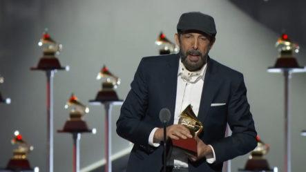 """Juan Luis Guerra Gana Premio De """"Mejor Canción Tropical"""" Con Kitipun En Latin Grammys"""