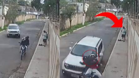 (Video) Atracadores Son Atropellados Por Un Conductor Que Los Vio Robando