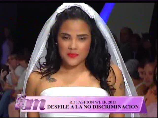Martha Heredia Y Mía Cepeda Defilando En El RD Fashion Week 2015 #Video