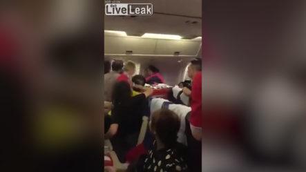 Turistas Pelean Por Comida A Bordo De Un Avión