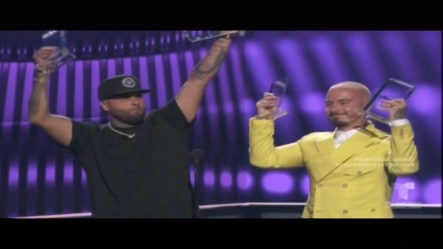 """Mejor Canción Del Año AirPlay """"Nicky Jam & J Balvin Con Su Tema """"X"""""""