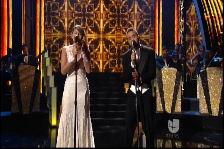 Buen Perfomance De Prince Royce Y Sofia Reyes En Premios Juventud